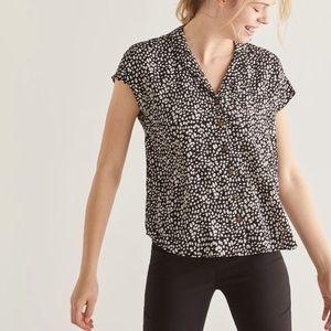 EUC Reitmans notched collar blouse